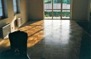 Dubová parketová podlaha - skladba čtverec v obývacím pokoji