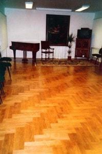 Dubová parketová podlaha - nestandardní dvojitý stromeček položený diagonálně