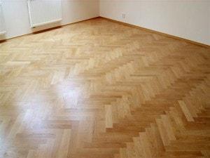 Parketová podlaha - skladba stromeček v místnosti