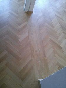 Dubová podlaha - vložený práh