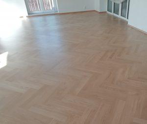 Dřevěná podlaha nejvyšší jakosti skládaný do stromečku